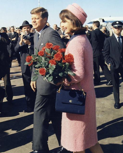 Grace Intemporelle by Natalia: Los Kennedy en su llegada a Dallas el día del atentado