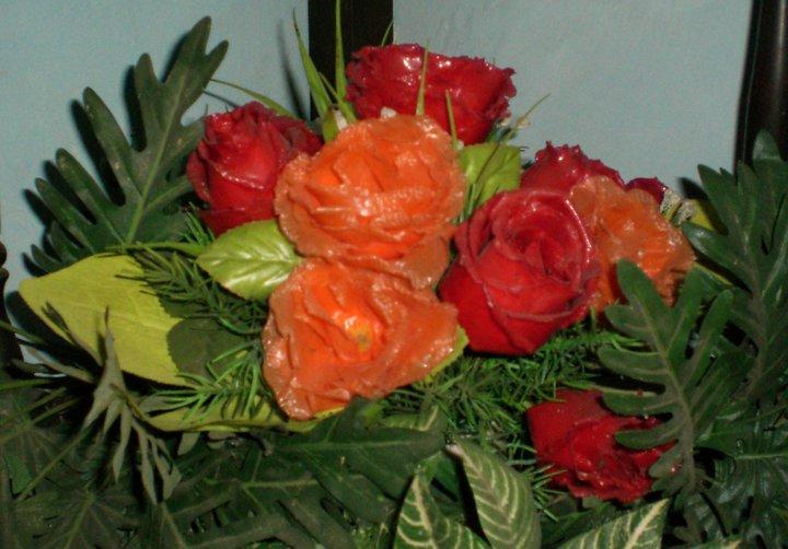 bunga mawar dari plastik bekas