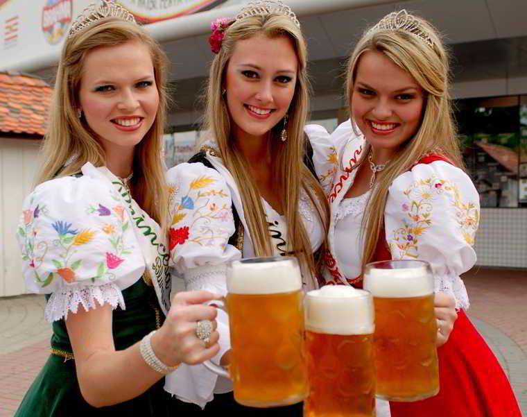 Fiesta de la cerveza en Blumenau viaje con mi novia !!