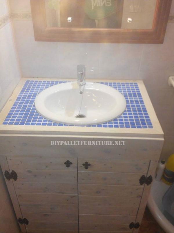 Mueble para el lavamanos del ba o con for Lavamanos rusticos de madera