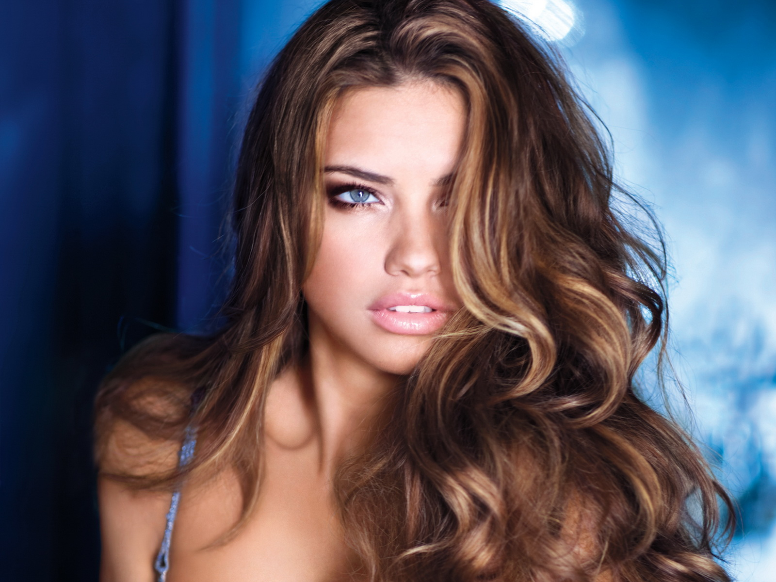 Fashion World Adriana Lima 2011