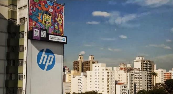 HP crea una valla publicitaria con 3.000 hojas A4
