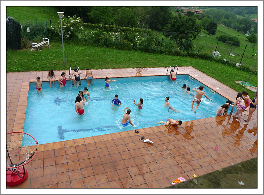 50 aniversario ceip fray pablo curso 2010 11 albergue for Piscina colindres