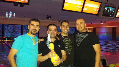 4 winners of GotPrint bowling competition with their trophy