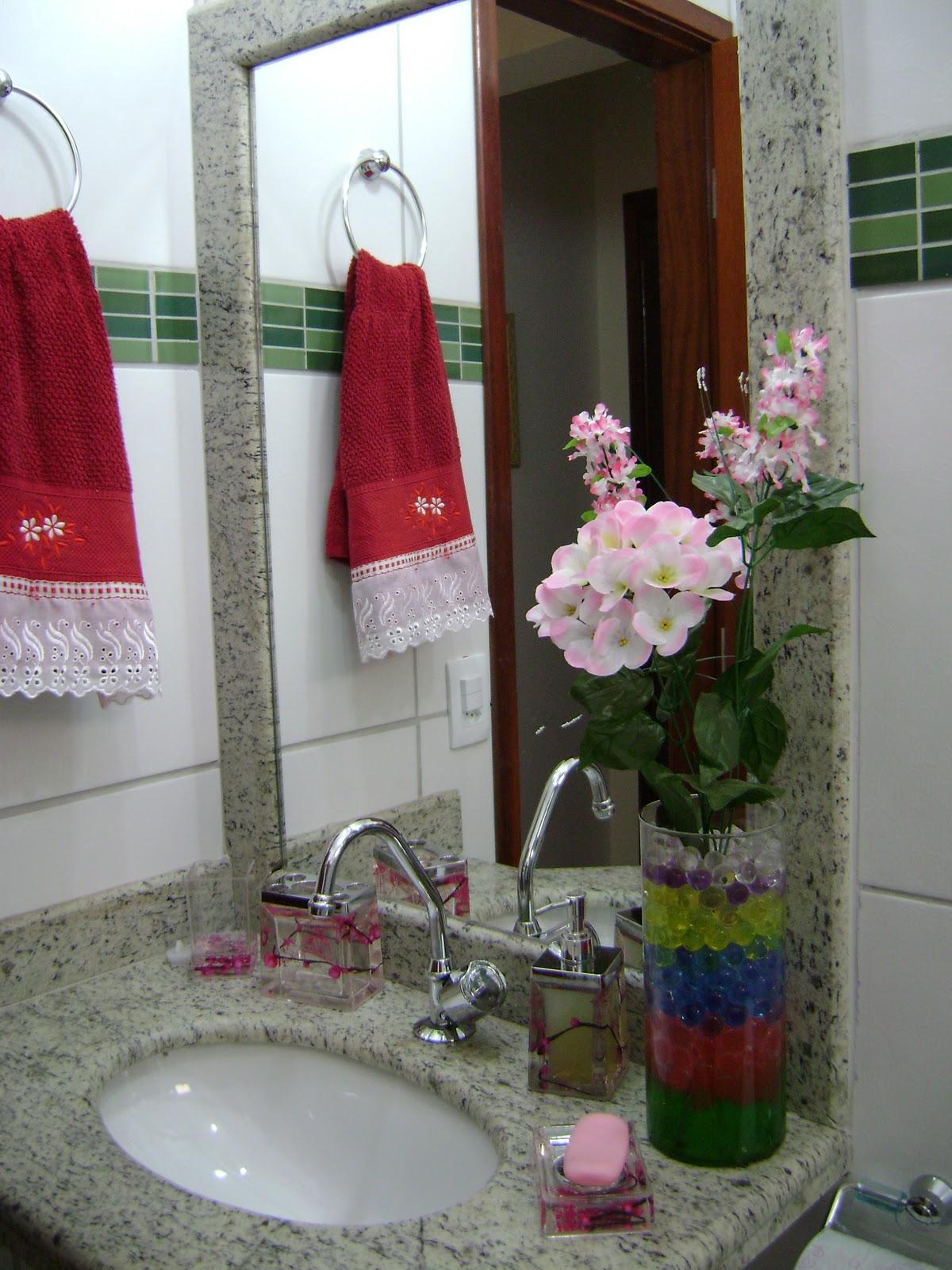 Como esse é o banheiro que as pessoas visitam quis caprichar mais  #791F2A 1200x1600 Armario Banheiro Vermelho