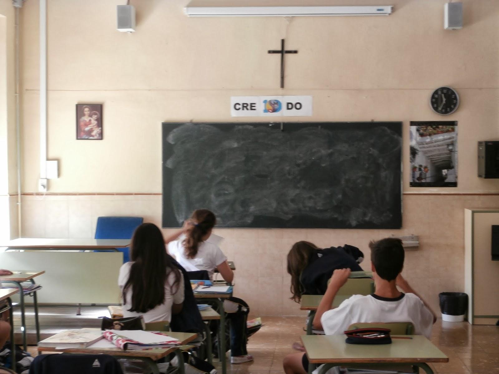 Durante el dia estamos en clase dando las asignaturas