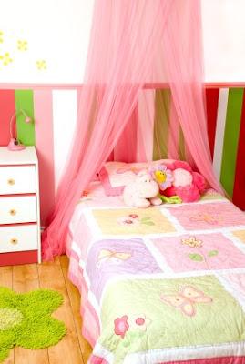 Muebles bonitos y peque os para el dormitorio de una ni a for Muebles baratos y bonitos