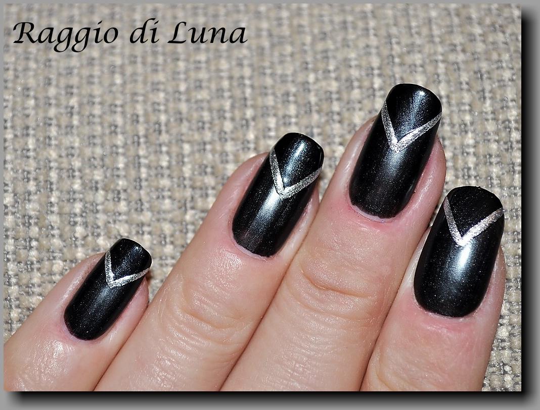 Raggio di Luna Nails: V reverse french manicure – matt & shiny black