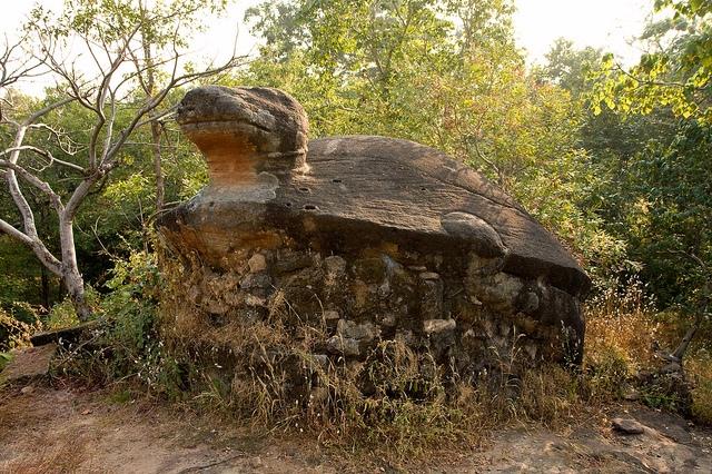 Bandhavgarh-Fort-Ruins