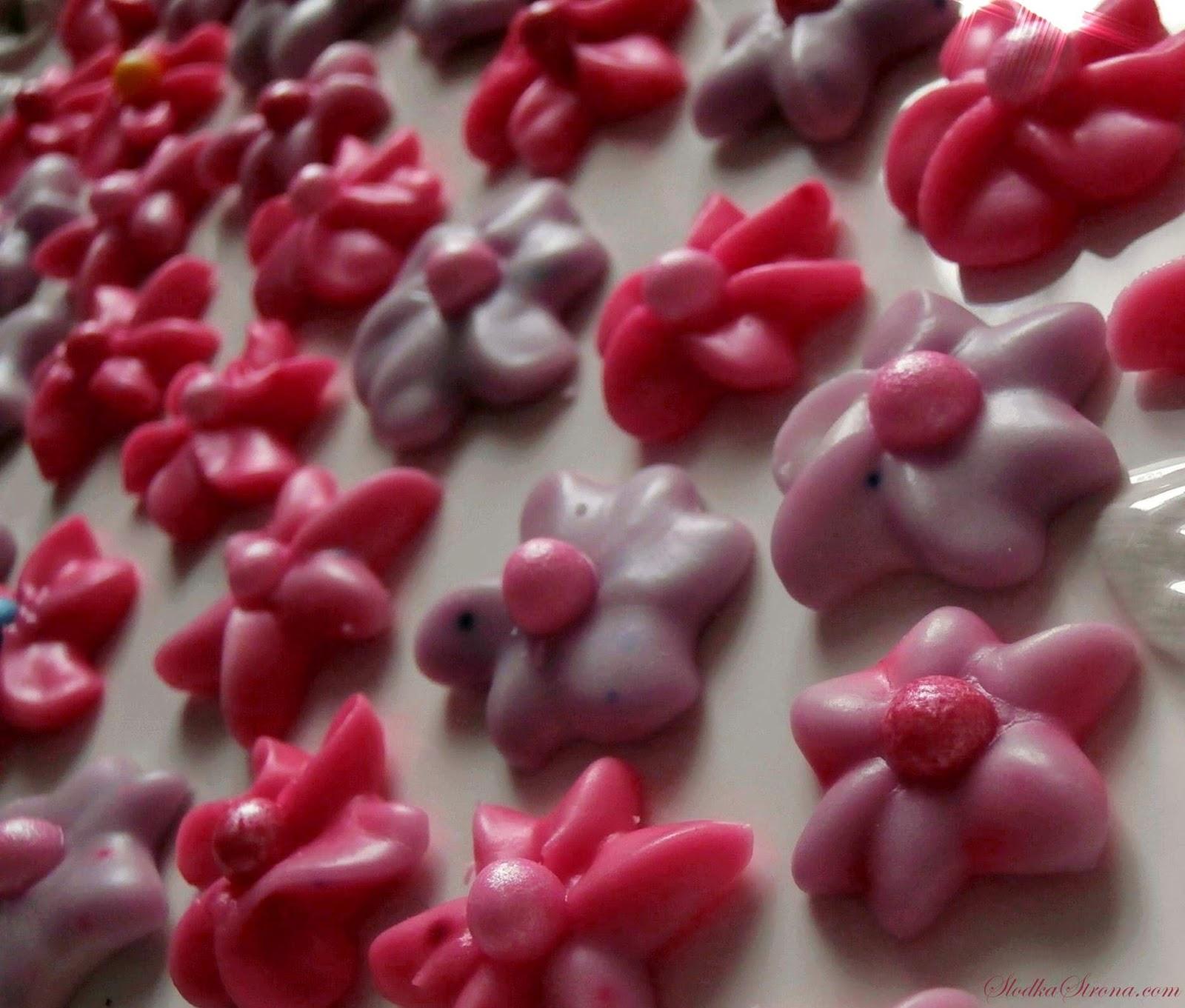 Kwiatuszki z Lukru do Dekoracji Ciast i Deserów - Przepis - Słodka Strona
