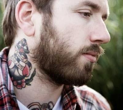 fotos de tattoos no pescoço