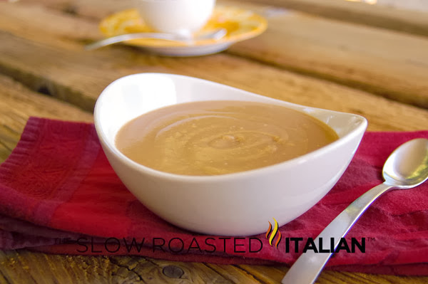 http://theslowroasteditalian-printablerecipe.blogspot.com/2012/07/5-minute-5-ingredient-5-star-brown-gravy.html