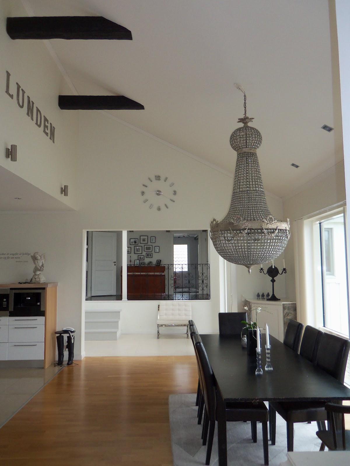 Residence design: bjälkar i taket lyfter hela köket