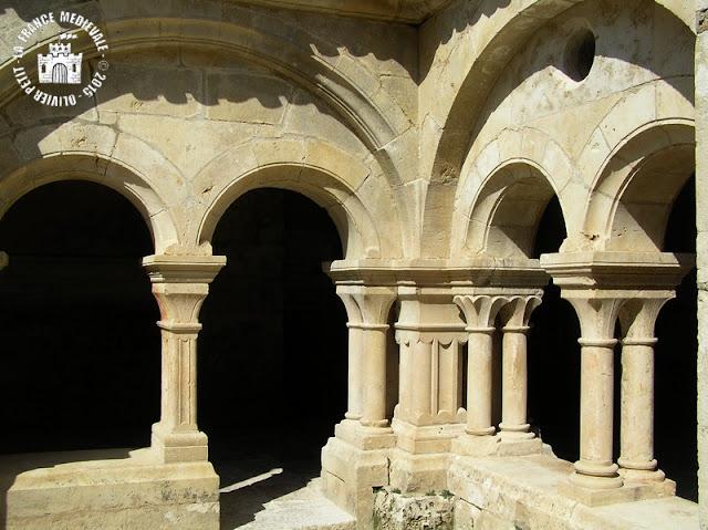 MONTBARD (89) - Cloître roman de l'abbaye de Fontenay