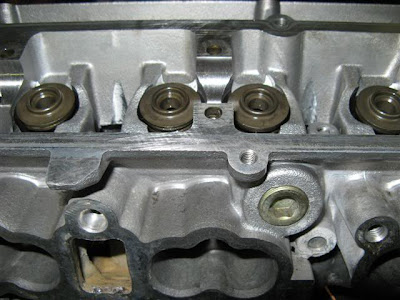 Head valve spring retainers