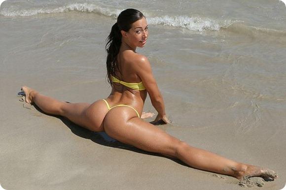 Mulheres Nuas Na Praia