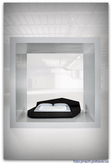 На фото кровать модели Point от фабрики Bonaldo, дизайн Vigano Giuseppe.