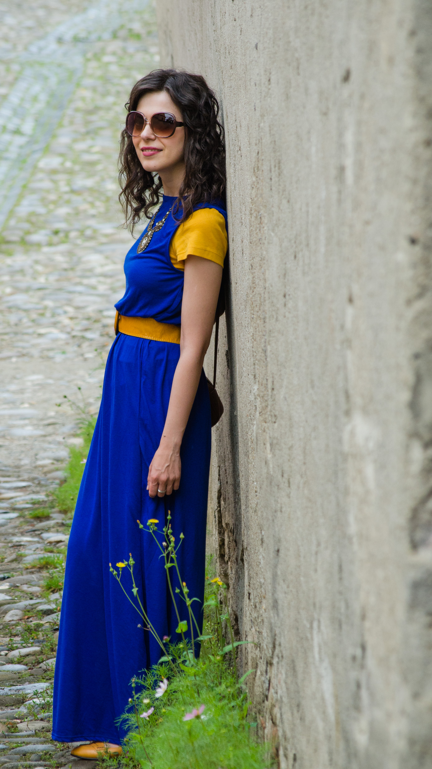 maxi dress cobalt blue mustard flats H&M belt sighisoara