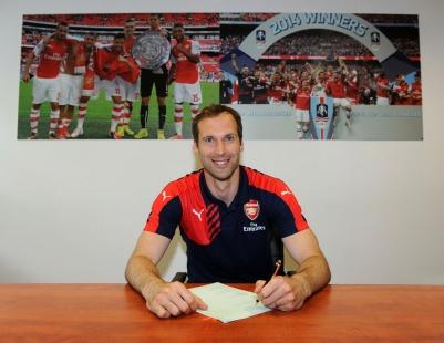 Arsenal contrata o goleiro Petr Cech