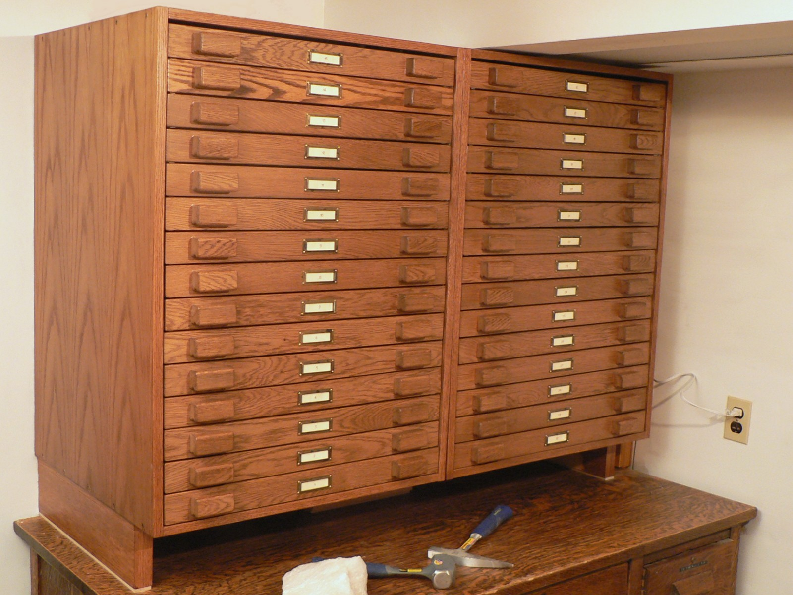 Wonderful Two Cabinets With A Total Of 30 Drawers Allow Storage For 4000 Rock And  Mineral Specimens.