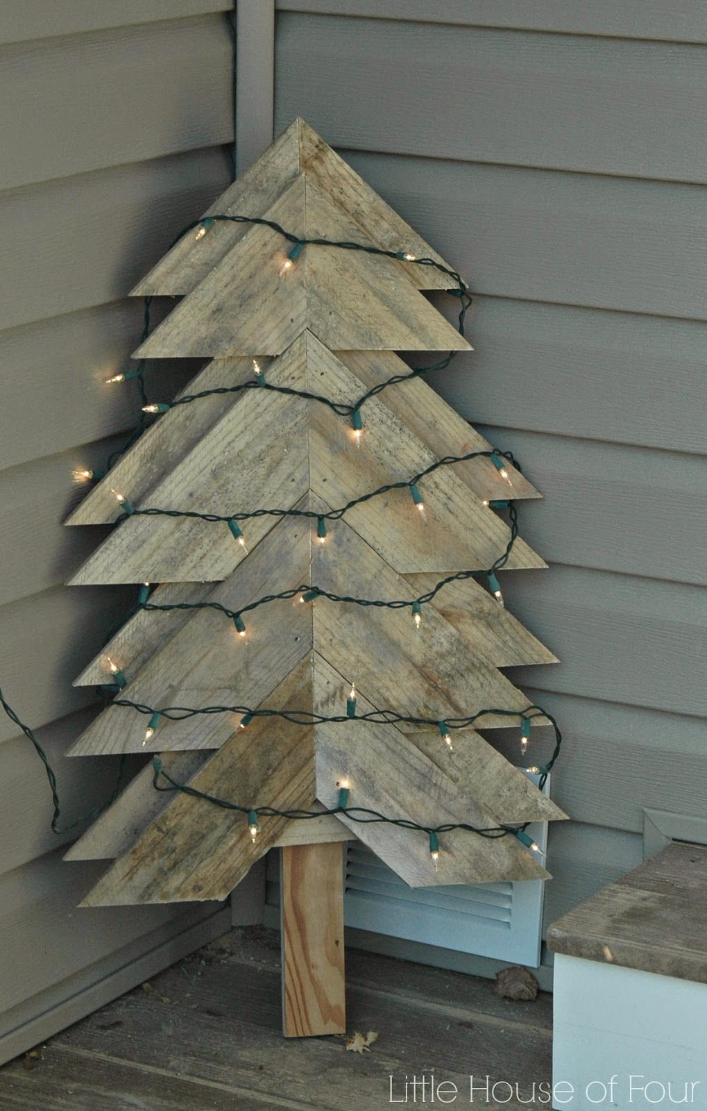 pallet tree with lights
