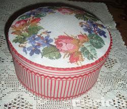 Pudełko z wieńcem kwiatów