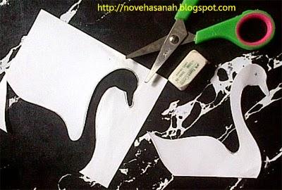 cara membuat angsa dari kertas bekas, sebuah kerajinan tangan untuk anak sd langkah 8