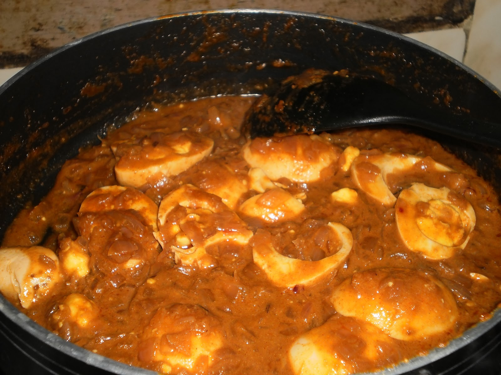 Egg vindaloo portuguese cuisine influenced curry recipe for Authentic portuguese cuisine