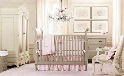 habitación de bebé rosa blanco