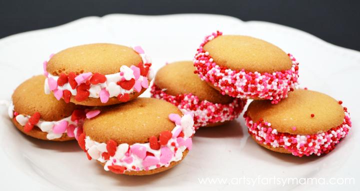 Mini Valentine Sandwich Cookies at artsyfartsymama.com #recipe #Valentines #kids
