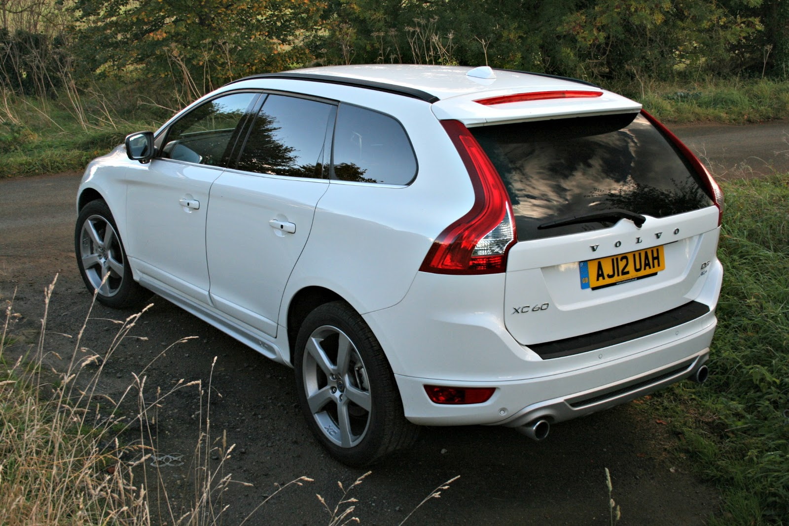2014 Volvo Xc60 R Design White Images & Pictures - Becuo