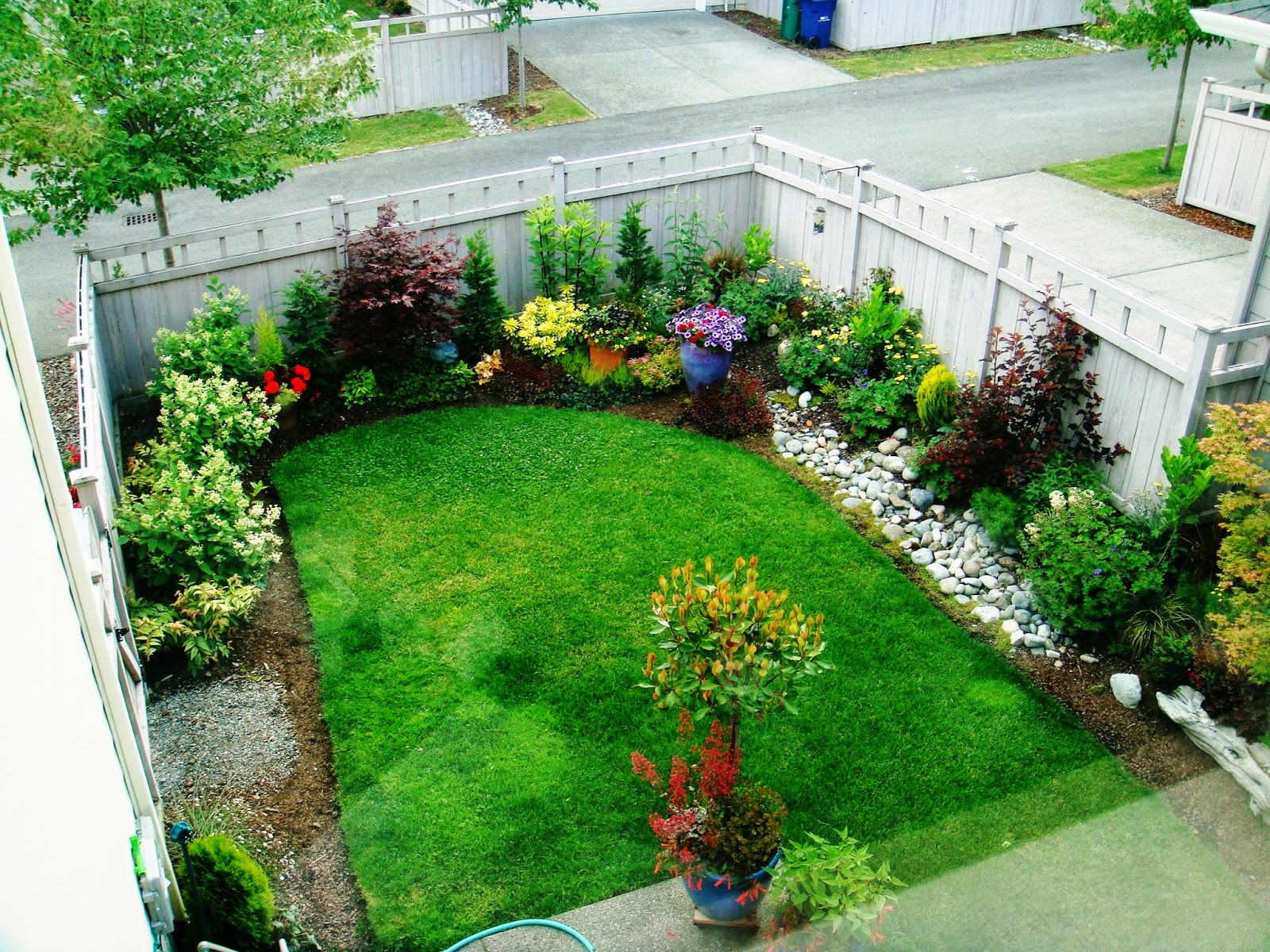 Contoh Desain Taman Depan & Belakang Rumah Masa Kini