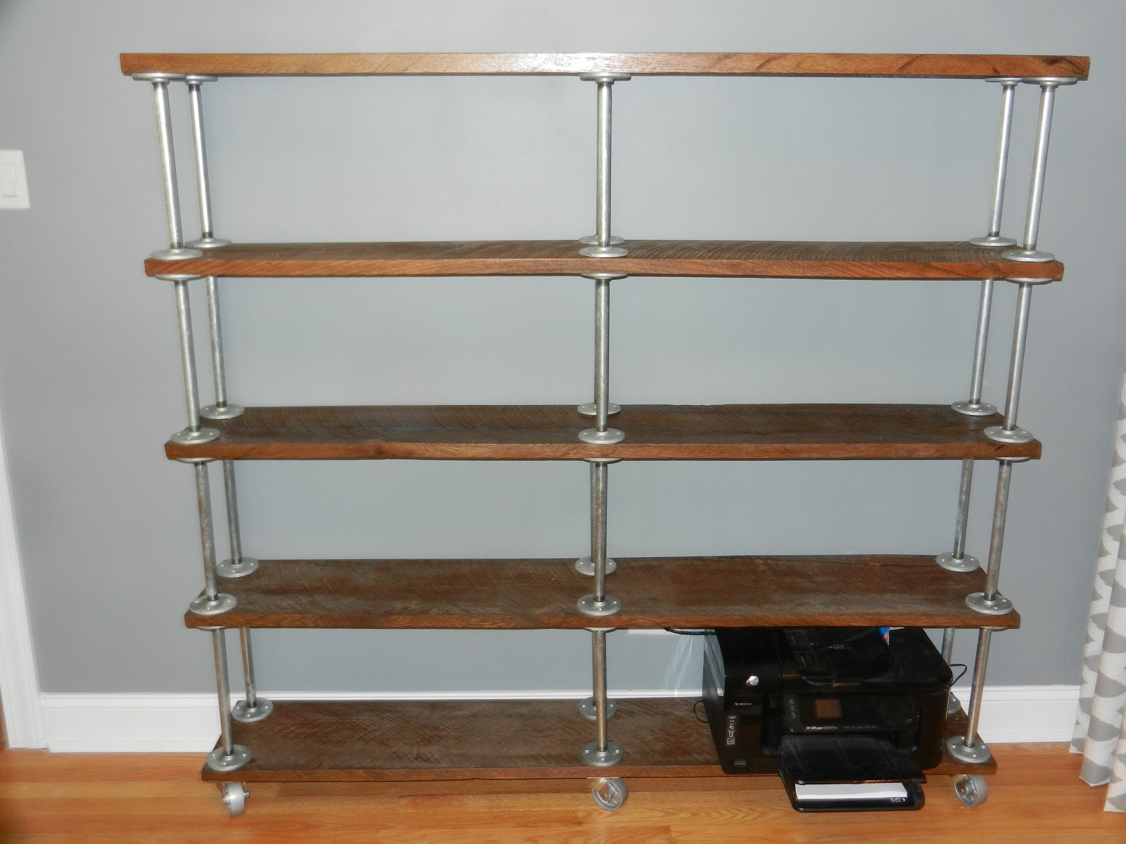 Diy industrial bookshelf manteresting for Diy industrial bookshelf