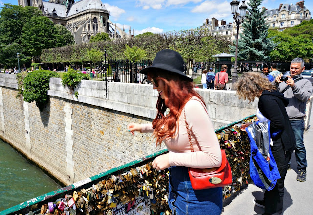 Paris-Notre-Dame-Love-Lock-Bridge