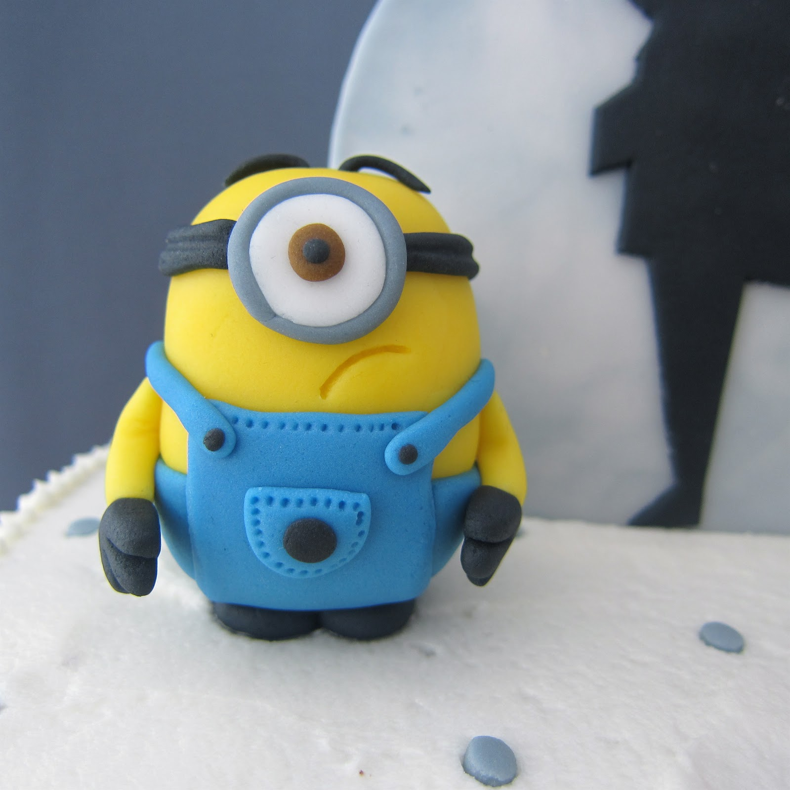 How To Make A Minion Cake With Fondant Images amp Pictures Becuo