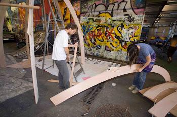 MAI 2010 -  Essai de structure à la Friche RVI