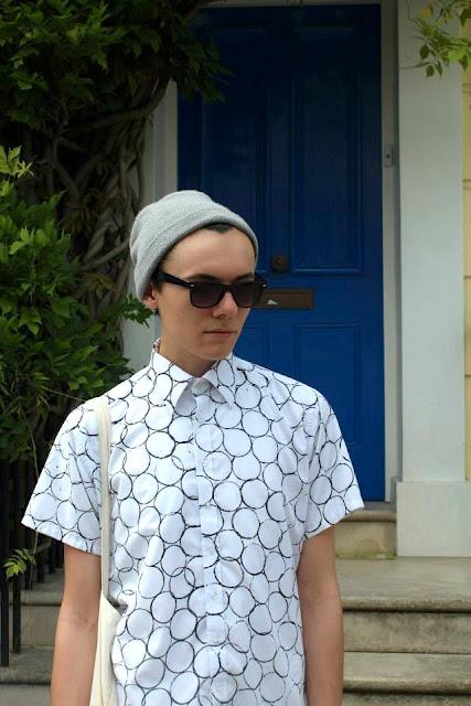 jak zrobić nadruki na ubraniach kółka koszulce wzór rolka toaletowa farba do tkanin blog diy