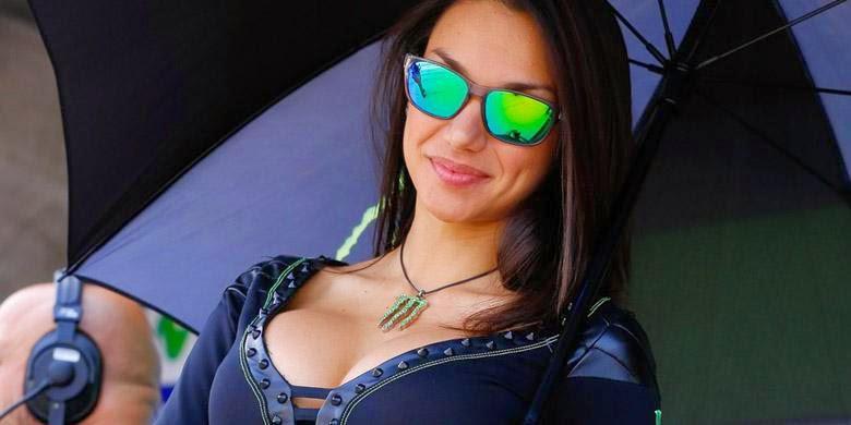 """10 Foto """"HOT"""" Umbrella Girl MotoGP Aragon"""