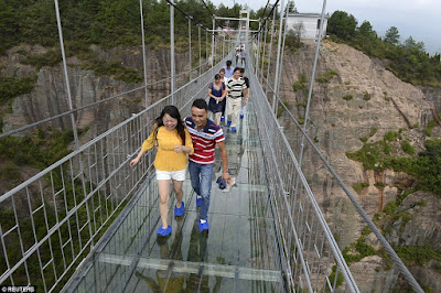 China Builds first 600-feet high, glass-bottomed Bridge in the world, view photos!
