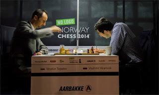 Echecs : Veselin Topalov (2772) 1-0 Vladimir Kramnik (2783)  - Photo Chessbase