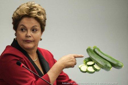 Imagem mostrando Dilma falando coisas que ninguém entende.