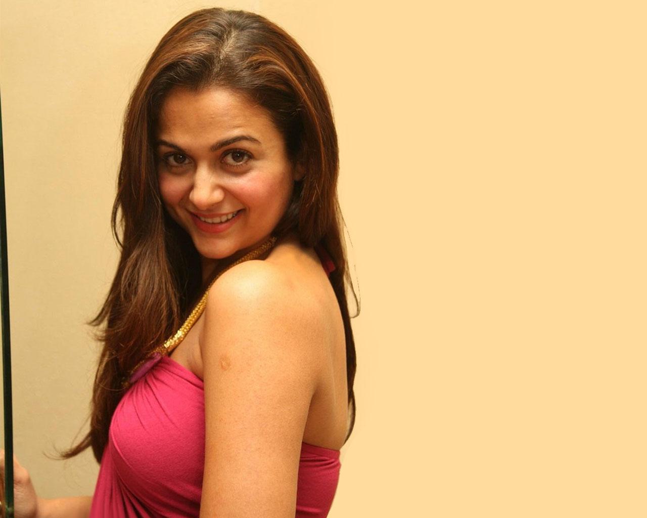 Mersers Hairstyles Bollywood Actress Amrita Arora