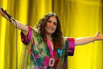 Tania Libertad manifiesta sus emociones por cantar en los 100 años de