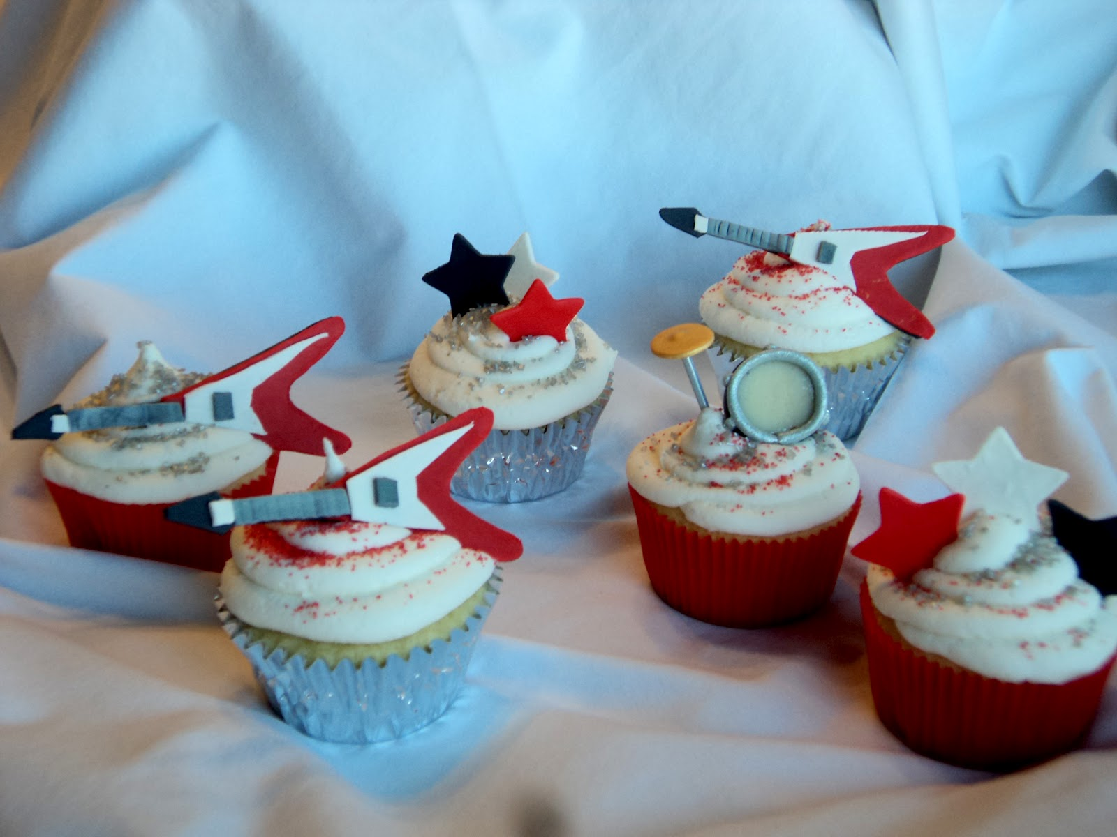 Delectable cakes rock and roll birthday cupcakes rock and roll birthday cupcakes freerunsca Images
