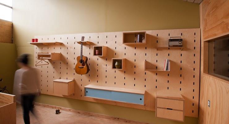 Pared estanter a de madera personalizable espacios en madera for Estanteria colgar pared