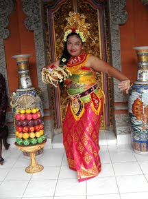 Pakaian Adat Bali Indonesia