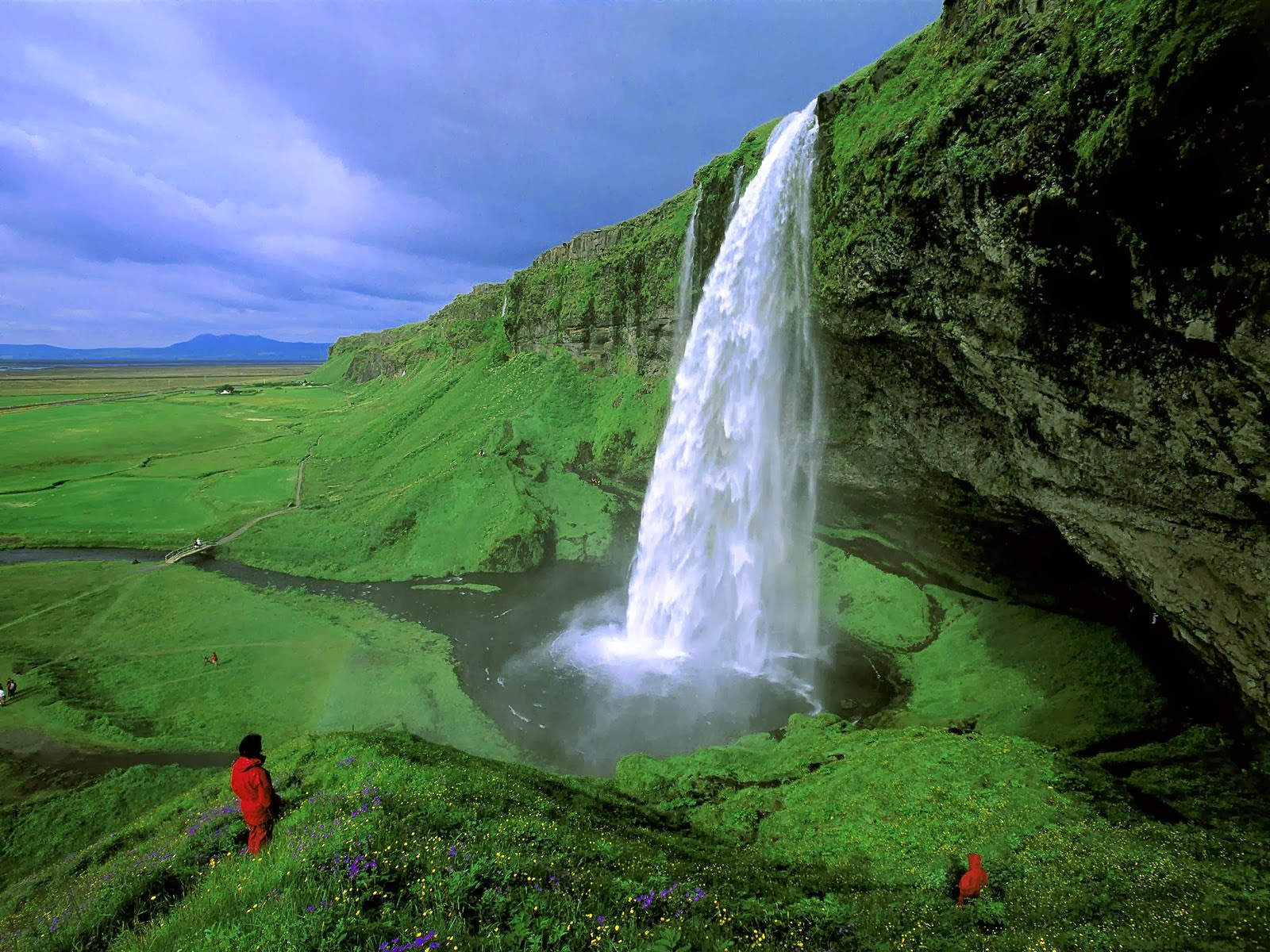 Alluring Planet Seljalandsfoss Waterfall