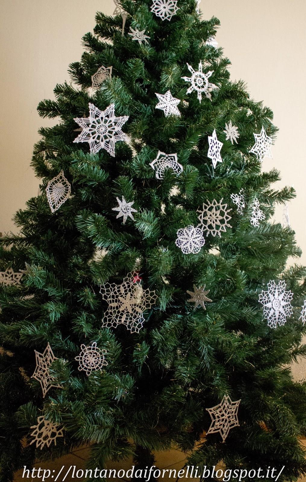 Lontano dai fornelli decorazioni all 39 uncinetto per l for Addobbi albero