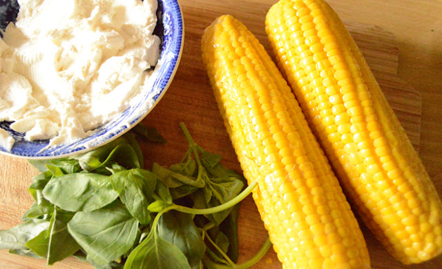 Oven-grilled corncobs with basil-Ricotta dip ingredients