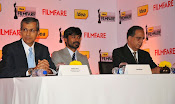 Dhanush at Idea film fare awards-thumbnail-4